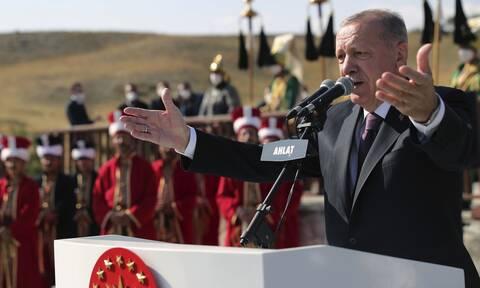 «Μη γλείφεις εκεί που φτύνεις»: Η αντιπολίτευση «σφάζει» τον Ερντογάν για την εξωτερική πολιτική
