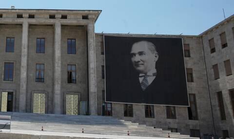 Κύπρος: Αποσύρεται το σχολικό βιβλίο με την αμφιλεγόμενη αναφορά στον Κεμάλ Ατατούρκ