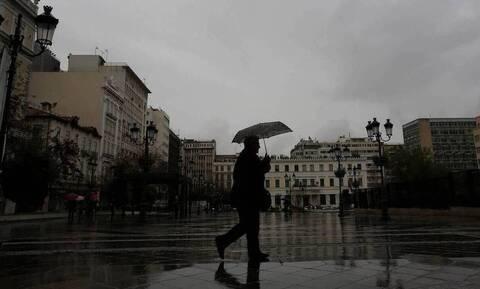Καιρός: «Ψυχρή λίμνη» σκεπάζει την Ελλάδα - Πού θα χτυπήσουν οι καταιγίδες