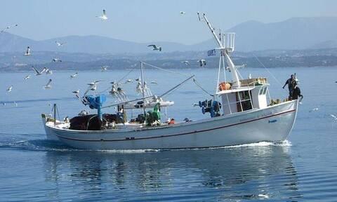 Αλιείς προς Μητσοτάκη: «Αντεθνική και προσβλητική η απόφαση της κυβέρνησης για τη βιντζότρατα»