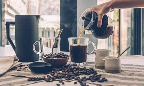 Καφές: Για αυτό οι Έλληνες δεν πρέπει να τον κόψουν όταν ακριβύνει