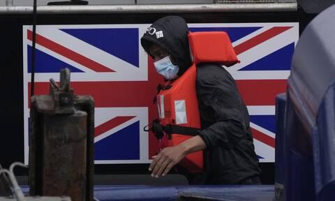 Αγγλογαλλική κόντρα για τους μετανάστες: Το Λονδίνο ετοιμάζεται για επαναπροωθήσεις στη Μάγχη