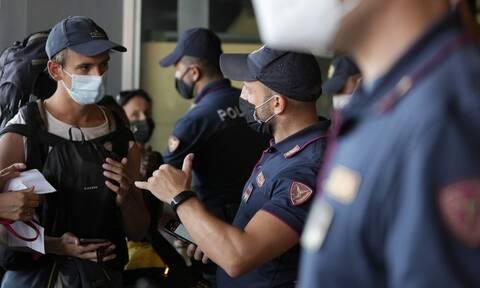 Ιταλία: Έφοδοι από την αστυνομία σε σπίτια αντιεμβολιαστών που ετοίμαζαν βίαιες κινητοποιήσεις