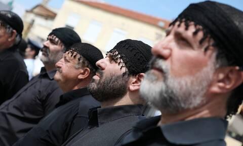 Κηδεία Μίκη Θεοδωράκη: «Τον αντρειωμένο μην τον κλαις» – Η Κρήτη τον αποχαιρέτησε με ένα ριζίτικο