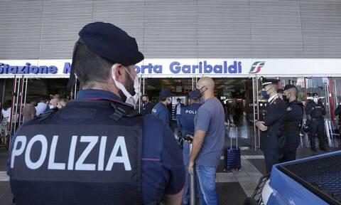 Κορoνοϊός - Ιταλία: Έφοδοι της αστυνομίας σε σπίτια αντιεμβολιαστών σε πολλές πόλεις