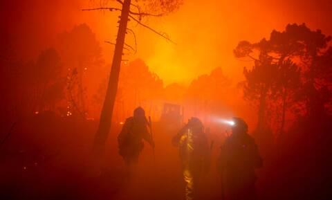 Πυρκαγιά στην Ισπανία: Ένας πυροσβέστης νεκρός - 1.000 κάτοικοι εγκατέλειψαν τις εστίες τους