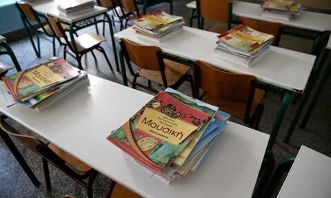 Σχολεία: Έτσι θα γίνει ο αγιασμός τη Δευτέρα – Τι προβλέπει η εγκύκλιος του υπουργείου Παιδείας
