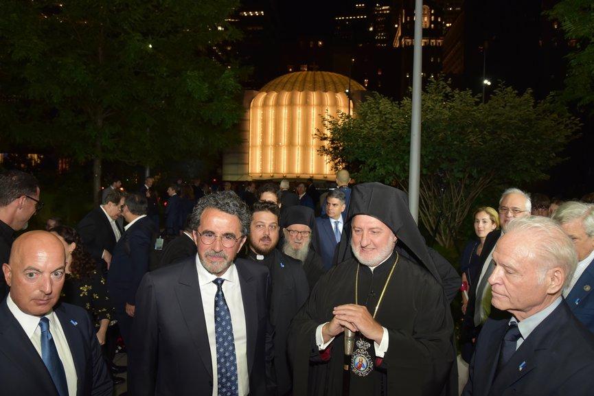 Φωταγώγηση του ΙΝ Αγίου Νικολάου στο Σημείο Μηδέν κατά την 20η επέτειο μνήμης της 11ης Σεπτεμβρίου, Μανχάταν
