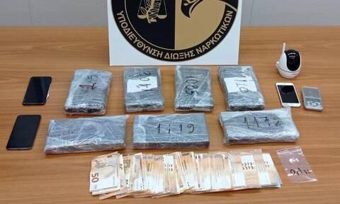 Σύλληψη μοντέλου για κοκαΐνη: Ψάχνουν τα «μεγάλα κεφάλια» - «Δύσκολος στόχος» ο σύντροφός της