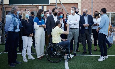 ΔΕΘ 2021: Ο Μητσοτάκης στην προπόνηση της Εθνικής Ομάδας Ποδοσφαίρου Τυφλών