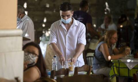 Νέα πραγματικότητα: «Μπλόκο» για ανεμβολίαστους από 13/9 - Τι θα ισχύσει σε εστίαση και μετακινήσεις