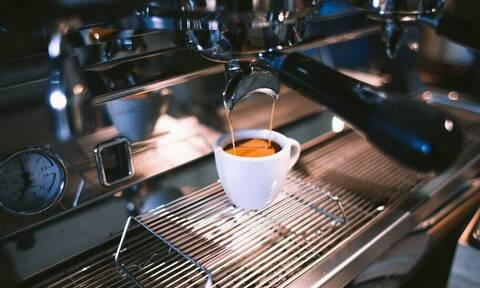 Καφές: Οι απαράβατοι κανόνες που κάθε άντρας οφείλει να τηρεί