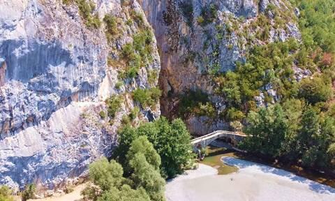 Οι «συμπληγάδες» των Γρεβενών και το γεφύρι των 280 ετών