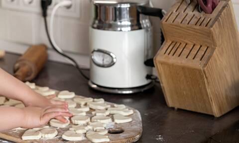 Τρίχρονος σεφ στο TikTok δημιουργεί χαμό και οι followers του αυξάνονται