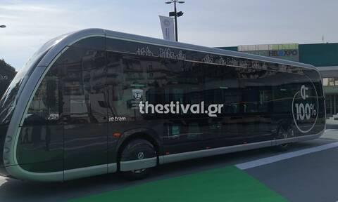 Irizar ie tram: Το ηλεκτρικό λεωφορείο που μοιάζει με τραμ «κάνει στάση» στην 85η ΔΕΘ (pics)