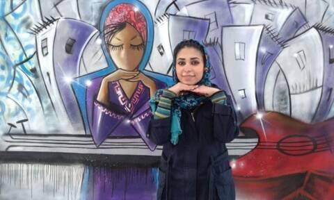 Σαμσία Χασανί: Η Αφγανή που «πολεμά» τους Ταλιμπάν με σπρέι και πινέλα