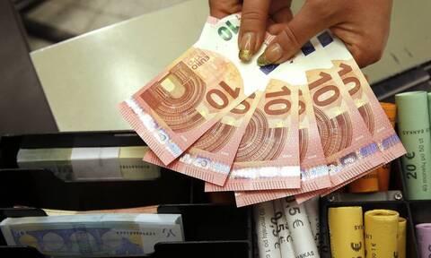 Κέρδος 1,6 δισ. ευρώ για τους εργαζόμενους από τη διπλή κατάργηση εισφορών το 2022