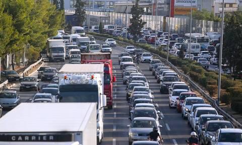 Κίνηση ΤΩΡΑ: Σε ποιους δρόμους της Αθήνας πραγματοποιείται με δυσκολία η κυκλοφορία των οχημάτων