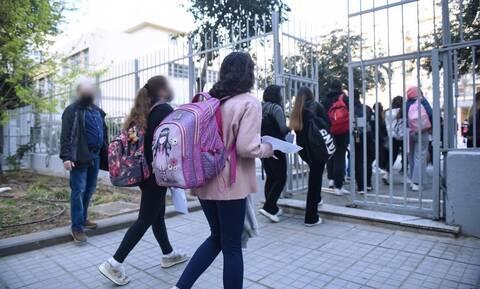 Ρεπορτάζ Newsbomb.gr: Δραματική πρόβλεψη Τζανάκη - «50.000 μαθητές θα νοσήσουν από κορονοϊό»