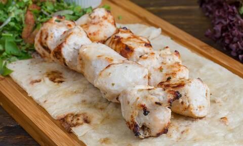 Ποιο σουβλάκι; Δεν είναι αυτό το αγαπημένο ελληνικό φαγητό των ξένων!