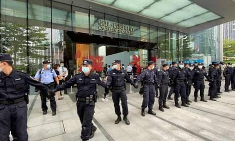 Η κρίση στον κινεζικό κολοσσό ακινήτων Evergrande φοβίζει τις διεθνείς αγορές