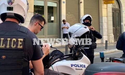 Ληστεία σε τράπεζα στο κέντρο της Αθήνας: Οι πρώτες εικόνες - Διέφυγαν οι δράστες