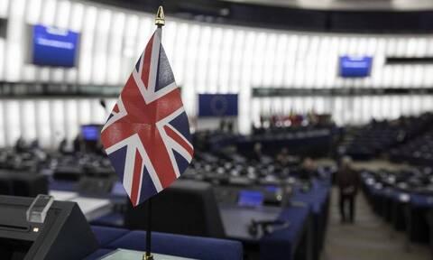 Βρετανία: Το Λονδίνο καθυστερεί την εφαρμογή των μετά το Brexit εμπορικών ελέγχων