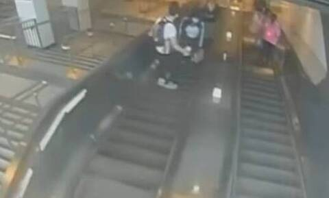 ΗΠΑ: Άνδρας κλωτσάει γυναίκα και τη ρίχνει από τις κυλιόμενες σκάλες - Εξοργιστικό βίντεο