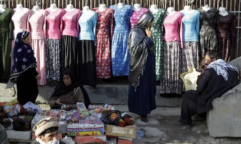 Παραδοσιακές πολύχρωμες φορεσιές στο Αφγανιστάν