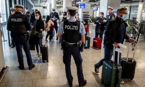 Κορονοϊός Γερμανία: Δεν αποκλείεται κλιμάκωση των περιοριστικών μέτρων για ανεμβολίαστους πολίτες