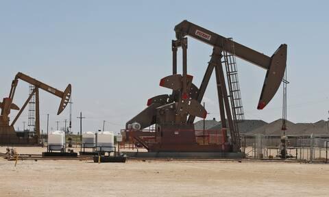 Απώλειες στη Wall Street - Σε νέα άνοδο οι τιμές του πετρελαίου στις ασιατικές αγορές