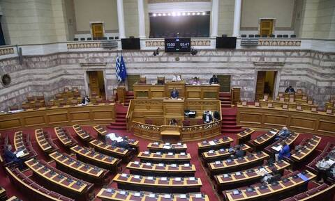 Στη Βουλή η τροπολογία για τον ψηφιακό έλεγχο των μέτρων για τον COVID-19 στα σχολεία