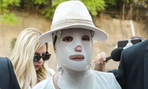 Επίθεση με βιτριόλι: Συγκλόνισε η εικόνα της Ιωάννας στο Δικαστήριο