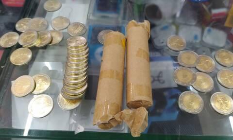 Αυτά είναι τα πλαστά κέρματα των 2 ευρώ που έριξαν στην αγορά