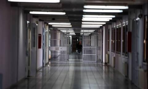Δανία: Απαγορεύονται οι ερωτικοί δεσμοί για τους ισοβίτες τα πρώτα 10 χρόνια της ποινής τους