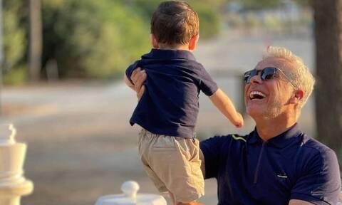 Χάρης Χριστόπουλος: Δείτε τον γιο του να παίζει με το φαγητό