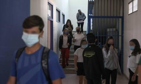 Μπουλμπασάκος στο Newsbomb.gr: Ανησυχία μετά το άνοιγμα των σχολείων – Πότε θα φανεί το «αποτύπωμα»
