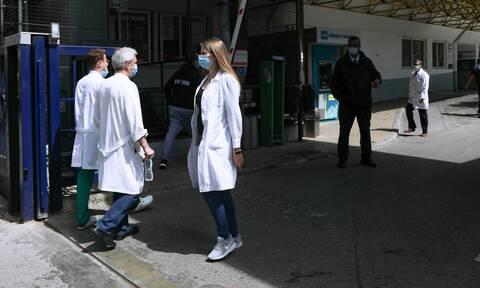 Μπουλμπασάκος στο Newsbomb.gr: Γεμάτες ανεμβολίαστους οι ΜΕΘ στον Ευαγγελισμό - Ξεπερνούν το 93%