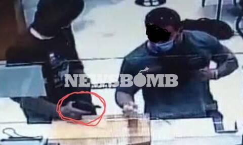 Ληστεία στη Μητροπόλεως: Η ΕΛ.ΑΣ. ψάχνει τον άντρα με το τατουάζ που δεν φοβάται να εκτεθεί