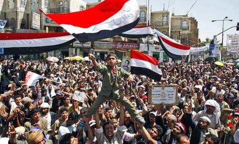 Υεμένη: Τρεις νεκροί σε βίαιες διαδηλώσεις με αφορμή τη φτώχεια και τις διακοπές του ρεύματος