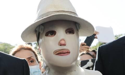 Ιωάννα Παλιοσπύρου: Έτσι λειτουργεί η μάσκα που φοράει μετά την επίθεση με βιτριόλι