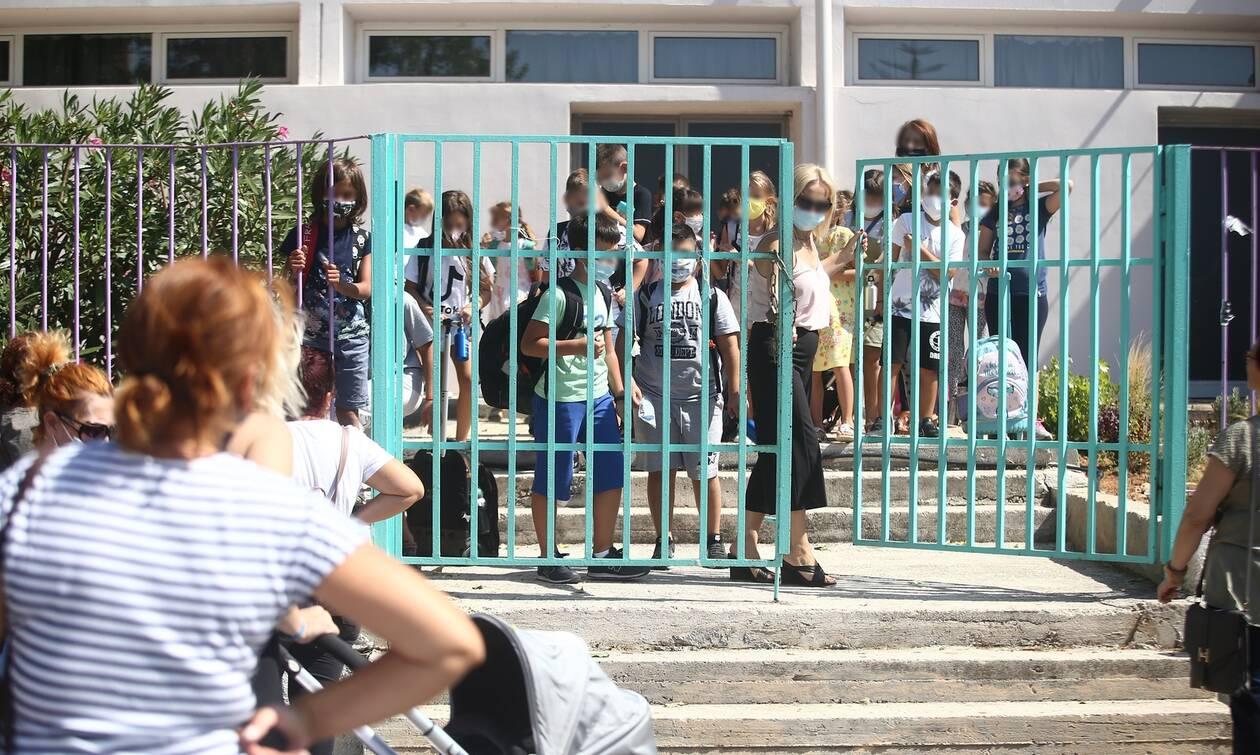 Παπαευαγγέλου: Παιδιά και έφηβοι το 21% των κρουσμάτων - Αύξηση με το άνοιγμα των σχολείων