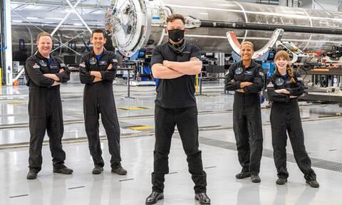 SpaceX: Γράφει ιστορία ο Ελον Μασκ – Τι έκαναν 3 ημέρες στο διάστημα οι πρώτοι τουρίστες;
