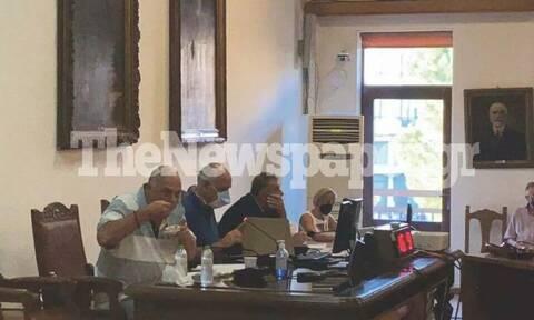 Βόλος: Μοίρασε... κόλλυβα στην αντιπολίτευση ο Αχιλλέας Μπέος