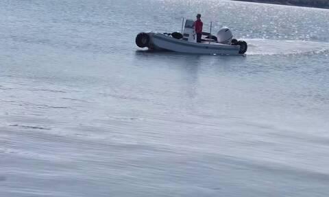 «Καράβια βγήκαν στην στεριά»: Αυτό είναι το πιο εντυπωσιακό αμφίβιο σκάφος του φετινού καλοκαιριού