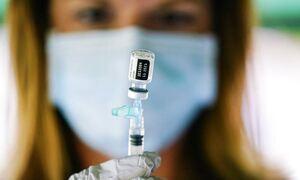 Σύζυγος εισαγγελέα που «έφυγε» μετά τον εμβολιασμό του καταγγέλλει: Πέθανε από το εμβόλιο