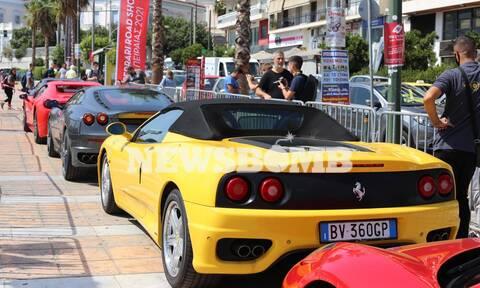Γέμισε Ferrari ο Πειραιάς - Εντυπωσιακές εικόνες από τα υπερπολυτελή αυτοκίνητα