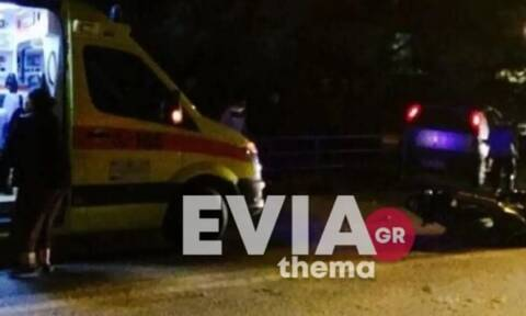 Τροχαίο με εγκατάλειψη στα Λουτρά Αιδηψού: Αγροτικό παρέσυρε μηχανάκι - Δύο τραυματίες