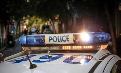Πυροβόλησαν στον αέρα και μετά έριξαν πέτρες στους αστυνομικούς!