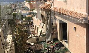 Έκρηξη στα Καλύβια: Σοβαρή η κατάσταση του πατέρα - Βομβαρδισμένο τοπίο η περιοχή